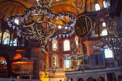 Εσωτερικό της Sophia Hagia με τους πολυελαίους Στοκ φωτογραφία με δικαίωμα ελεύθερης χρήσης