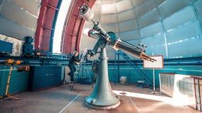 Εσωτερικό τηλεσκόπιο σε ένα αστρονομικό παρατηρητήριο απόθεμα βίντεο