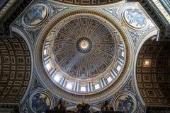 Εσωτερικό του Αγίου Peter Cathedral σε Βατικανό Στοκ εικόνες με δικαίωμα ελεύθερης χρήσης