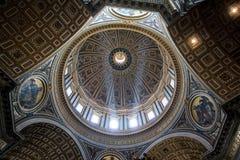 Εσωτερικό του Αγίου Peter Cathedral σε Βατικανό Στοκ εικόνα με δικαίωμα ελεύθερης χρήσης
