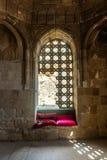 Εσωτερικό του αρχαίου μαυσωλείου μπαμπάδων Diri, 14ος αιώνας, πόλη Gobustan, Αζερμπαϊτζάν στοκ εικόνα