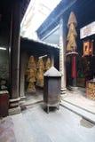 Εσωτερικό του βουδιστικού ναού με τις σπείρες insense, Μακάο Στοκ Εικόνες