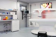 Εσωτερικό του δωματίου διαγνωστικών στη σύγχρονη κλινική στοκ εικόνα με δικαίωμα ελεύθερης χρήσης