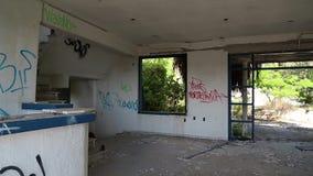 Εσωτερικό του εγκαταλειμμένου ξενοδοχείου φιλμ μικρού μήκους