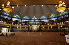 Εσωτερικό του εθνικού aka Masjid Negara μουσουλμανικών τεμενών της Μαλαισίας Στοκ Φωτογραφίες