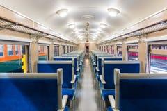 Εσωτερικό του ηλεκτρικού τραίνου με την επιχείρηση άδειων θέσεων transportat Στοκ Εικόνες