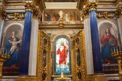 Εσωτερικό του καθεδρικού ναού του ST Isaacs, Αγία Πετρούπολη, Ρωσία - διακοσμήσεις και λεκιασμένο παράθυρο γυαλιού με τα έργα ζωγ Στοκ φωτογραφίες με δικαίωμα ελεύθερης χρήσης
