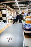 Εσωτερικό του μεγάλου καταστήματος της IKEA με ένα ευρύ φάσμα των προϊόντων στο Μάλμοε, Σουηδία Στοκ Εικόνες