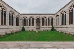 Εσωτερικό του μνημειακού νεκροταφείου στο τετράγωνο καθεδρικών ναών της Πίζας, Ιταλία στοκ εικόνα με δικαίωμα ελεύθερης χρήσης