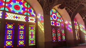 Εσωτερικό του μουσουλμανικού τεμένους Nasir Al-Molk στην αρχαία ιρανική πόλη της Shiraz φιλμ μικρού μήκους