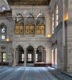 Εσωτερικό του μουσουλμανικού τεμένους Nuruosmaniye, Ιστανμπούλ, Τουρκία Στοκ εικόνες με δικαίωμα ελεύθερης χρήσης