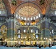 Εσωτερικό του μουσουλμανικού τεμένους Yeni στη Ιστανμπούλ, Τουρκία Στοκ Εικόνες