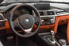 Εσωτερικό του νέου προτύπου ναυαρχίδων της αντιπροσωπευτικής κατηγορίας BMW 750Li Στοκ Φωτογραφίες
