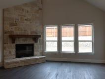 Εσωτερικό του οικογενειακού δωματίου σε ένα καινούργιο σπίτι Στοκ φωτογραφία με δικαίωμα ελεύθερης χρήσης