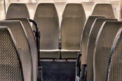εσωτερικό του παλαιού λεωφορείου από τη δεκαετία του '70 στοκ φωτογραφία