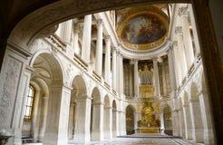 Εσωτερικό του πύργου de Βερσαλλίες (παλάτι των Βερσαλλιών), μεγάλη αίθουσα χορού αιθουσών κοντά στο Παρίσι, Γαλλία Οι Βερσαλλίες  Στοκ Φωτογραφίες