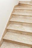 Εσωτερικό του σπιτιού με τη μαρμάρινη σκάλα Στοκ εικόνες με δικαίωμα ελεύθερης χρήσης
