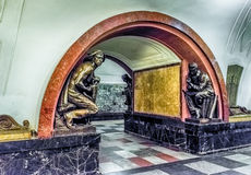 Εσωτερικό του σταθμού μετρό Ploshchad Revolyutsii στη Μόσχα, Russ Στοκ Φωτογραφία