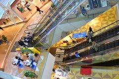 Εσωτερικό του σύγχρονου εμπορικού κέντρου Στοκ εικόνες με δικαίωμα ελεύθερης χρήσης