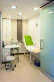 Εσωτερικό του σύγχρονου υγιούς beauty spa σαλονιού. Δωμάτιο επεξεργασίας. Στοκ Εικόνες