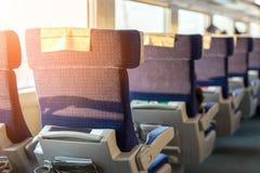Εσωτερικό του σύγχρονου intercity σαφούς τραίνου Πίσω άποψη των ευρέων άνετων καθισμάτων στη σειρά στη μεταφορά σιδηροδρόμου Στοκ φωτογραφία με δικαίωμα ελεύθερης χρήσης