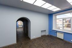 Εσωτερικό του χαρακτηριστικού γραφείου - κενό δωμάτιο - χωρίς έπιπλα μετά από την κατασκευή, εξέταση, αναδιαμόρφωση, επανοικοδόμη στοκ εικόνες