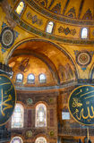 Εσωτερικό του Hagia Sophia με ισλαμικό και τα στοιχεία Στοκ Εικόνες
