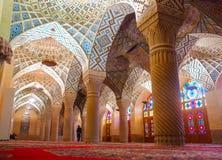 Εσωτερικό του Nasir -Nasir-ol-molk ή του ρόδινου μουσουλμανικού τεμένους Shiraz, Ιράν στοκ εικόνα