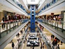 Εσωτερικό του SM Megamall, μια από τις μεγαλύτερες λεωφόρους στις Φιλιππίνες Στοκ Φωτογραφία