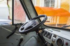 Εσωτερικό υποβάθρου του παλαιού σκουριασμένου φορτηγού Στοκ φωτογραφία με δικαίωμα ελεύθερης χρήσης