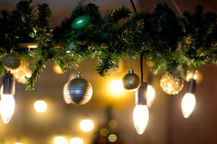 Εσωτερικό Χριστουγέννων στα πορφυρά και χρυσά χρώματα Στοκ εικόνα με δικαίωμα ελεύθερης χρήσης
