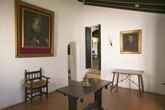Εσωτερικό δωμάτιο με τα έργα ζωγραφικής του Christopher Columbus και του χορηγού του, ισπανική βασίλισσα Isabella, όπως βλέπει στ Στοκ Φωτογραφίες