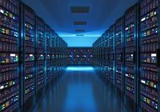 Εσωτερικό δωματίων κεντρικών υπολογιστών στο datacenter Στοκ φωτογραφία με δικαίωμα ελεύθερης χρήσης