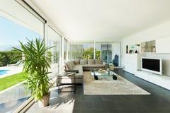 Εσωτερικό, όμορφο καθιστικό Στοκ φωτογραφία με δικαίωμα ελεύθερης χρήσης