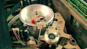 Εσωτερικό όργανο καταγραφής VHS: Μαγνητική επικεφαλής εργασία στάσεων απόθεμα βίντεο