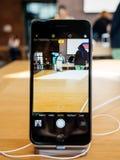 Εσωτερικό app καμερών νέο iPhone 8 και iPhone 8 συν στη Apple Stor Στοκ Φωτογραφία