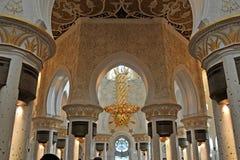 Εσωτερικό Sheikh μεγάλο μουσουλμανικό τέμενος Zayed στοκ εικόνες