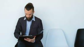 Ετήσια έκθεση εγγράφων διορισμού επιχειρησιακών ατόμων απόθεμα βίντεο