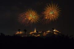Ετήσια πυροτεχνήματα φεστιβάλ επαρχιών Phetchaburi Στοκ Φωτογραφίες
