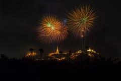 Ετήσια πυροτεχνήματα φεστιβάλ επαρχιών Phetchaburi Στοκ Εικόνες