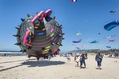 Ετήσιο φεστιβάλ ικτίνων στην πόλη Όρεγκον του Λίνκολν στοκ εικόνες