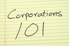 Εταιρίες 101 σε ένα κίτρινο νομικό μαξιλάρι στοκ φωτογραφία με δικαίωμα ελεύθερης χρήσης