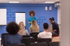 Εταιρική έννοια επιχειρησιακής συνεδρίασης σεμιναρίου ομιλητών Στοκ φωτογραφίες με δικαίωμα ελεύθερης χρήσης
