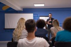 Εταιρική έννοια επιχειρησιακής συνεδρίασης σεμιναρίου ομιλητών Στοκ εικόνες με δικαίωμα ελεύθερης χρήσης