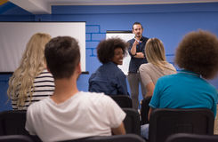 Εταιρική έννοια επιχειρησιακής συνεδρίασης σεμιναρίου ομιλητών Στοκ φωτογραφία με δικαίωμα ελεύθερης χρήσης