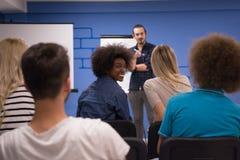 Εταιρική έννοια επιχειρησιακής συνεδρίασης σεμιναρίου ομιλητών Στοκ εικόνα με δικαίωμα ελεύθερης χρήσης