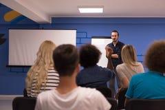 Εταιρική έννοια επιχειρησιακής συνεδρίασης σεμιναρίου ομιλητών Στοκ Φωτογραφίες