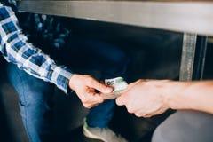 Εταιρική επιχειρησιακή κατασκοπεία δωροδοκίας δωροδοκιών Στοκ Εικόνα