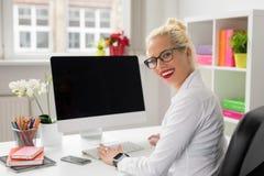 Εταιρική εργασία επιχειρησιακών γυναικών στην αρχή Στοκ Εικόνες