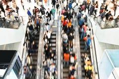 Εταιρική πόλη ώρας κυκλοφοριακής αιχμής κατόχων διαρκούς εισιτήριου ανθρώπων Στοκ εικόνες με δικαίωμα ελεύθερης χρήσης